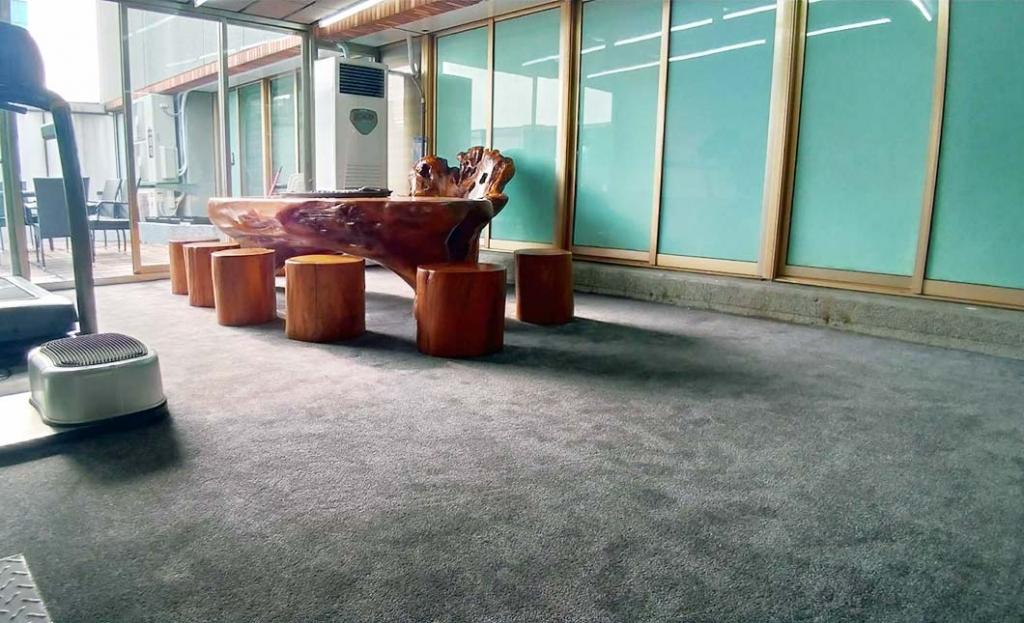 滿鋪地毯-員邦18樓員工餐廳